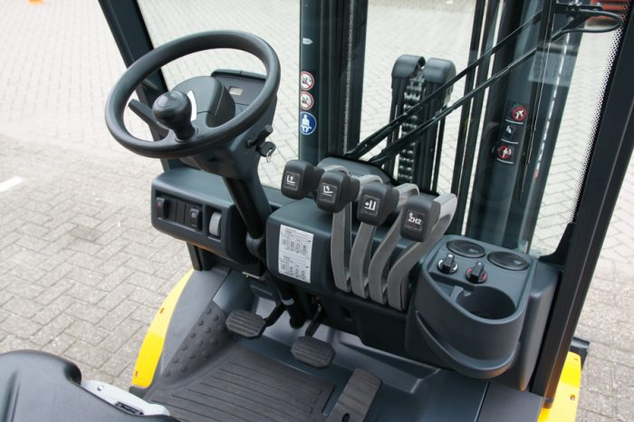 Forklift Truck Controls : Test jungheinrich tfg world truck meets