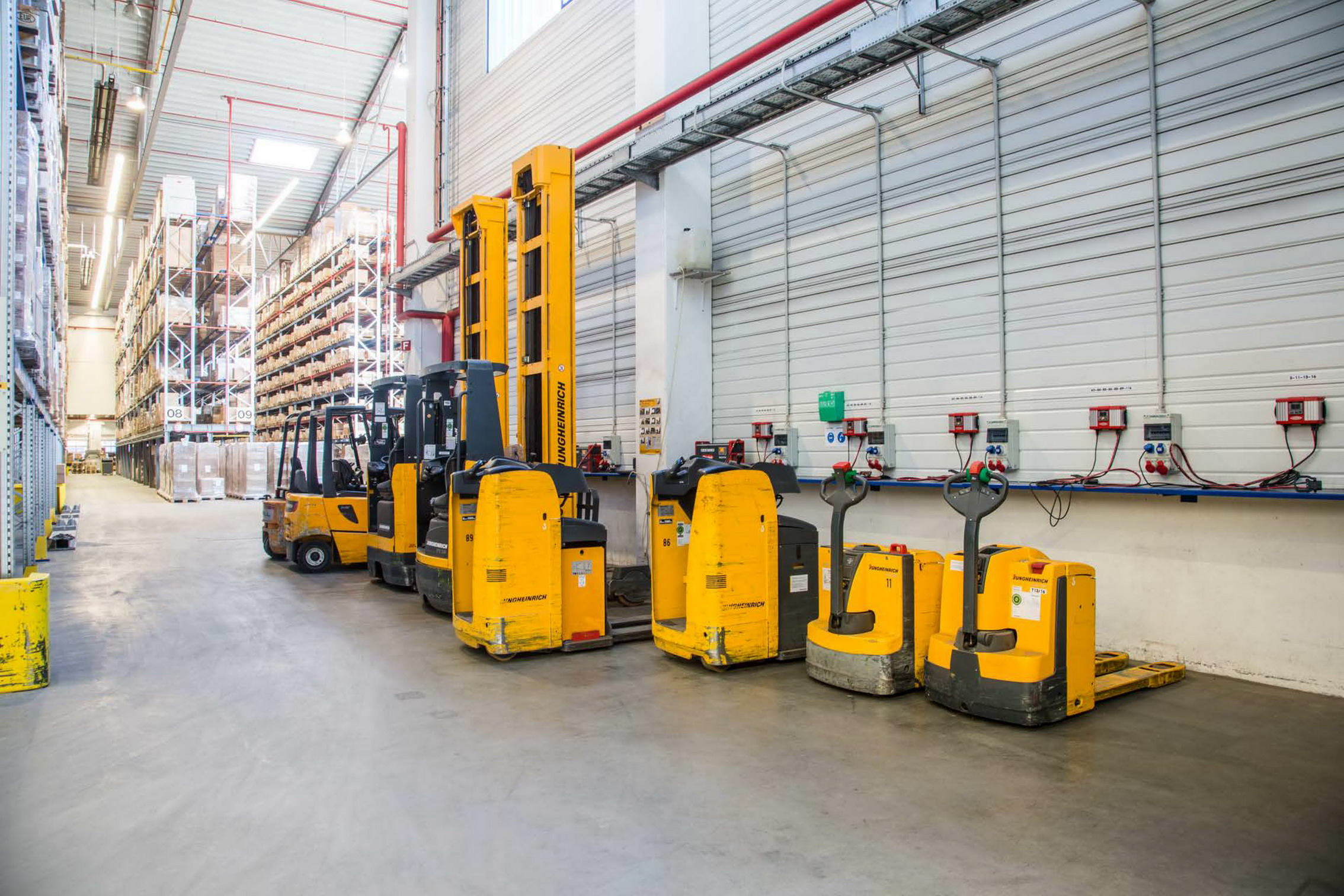 Rhenus cuts energy costs of forklift truck fleet logistics rhenus operates a fleet of 24 electrically powered forklift trucks a central charging station xflitez Gallery